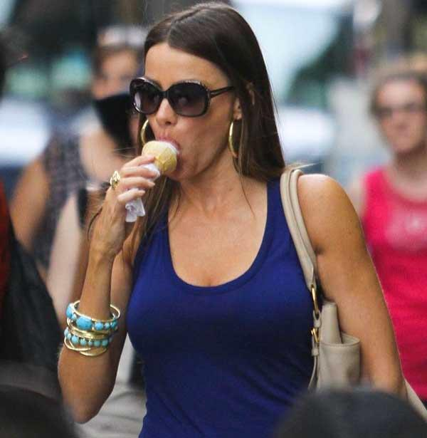 Sofia vergara eating ice cream