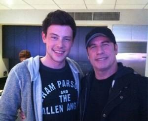 2011__02__Cory_Monteith_John_Travolta_Feb7main 300×244.jpg